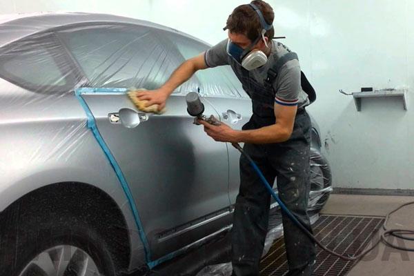 покрасить дверь автомобиля